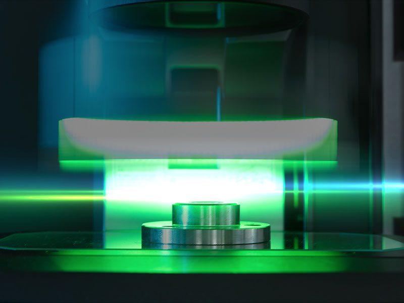 Messgerät ermittelt mit Laserstrahlen die Struktur von Rohmaterialien